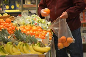 Sacchetti bio per frutta e verdura, ecco quanto costeranno