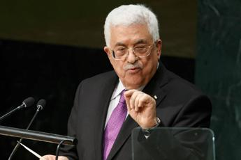 Abbas criticises US in Christmas message