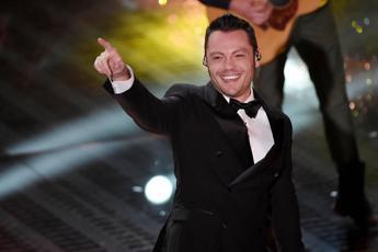 Sanremo, Tiziano Ferro devolve cachet in beneficenza