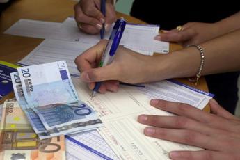 Da bollette ad affitti, stangata da 7mila euro l'anno