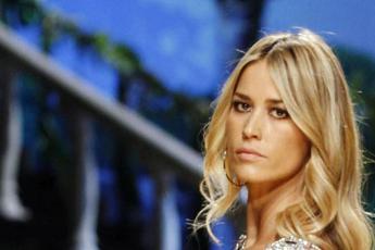 Una pugnalata, il dolore di Elena Santarelli