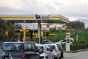 Carburanti, ritocchi all'ingiù