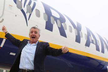 Aereo in ritardo, Ryanair offre da bere a tutti