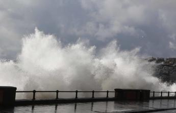 Travolta da onda in Costiera Amalfitana: morta turista