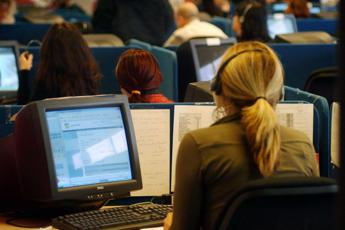 Call center a 33 cent all'ora: boom denunce sfruttamento