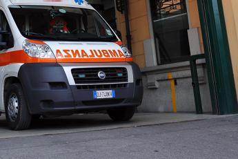 Salerno, bimba cade dal terzo piano