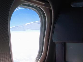 Passeggero non si lava da settimane, aereo costretto ad atterrare