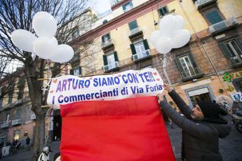 Giovane accoltellato a Napoli, 15enne fermato respinge le accuse