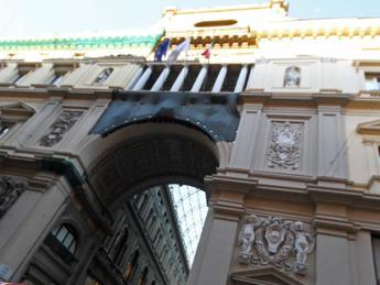 Napoli, nuovo raid contro albero Natale di Galleria Umberto