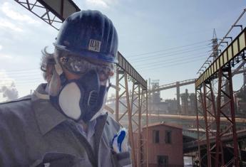 Ilva, Emiliano avanti sul ricorso; Mittal vuole rivedere gli accordi