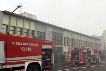 Firenze, cadavere carbonizzato dentro capannone