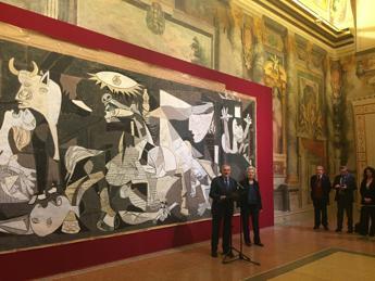 Il cartone di Guernica al Senato