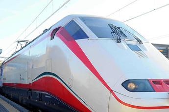 Treni fermi, domenica a rischio caos