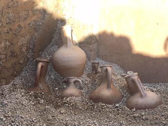 Pompei, affiorano reperti intatti
