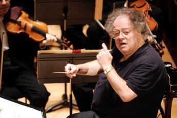Abusi sessuali, sospeso direttore orchestra Opera New York