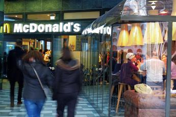 Milano, accoltellato vigilante McDonald's