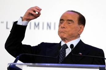 Berlusconi: M5S distruggerebbe l'Italia