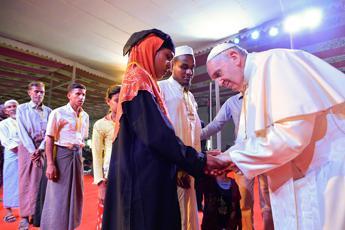 Il Papa ai Rohingya: Vi chiedo perdono