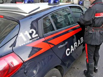 Ricatta 15enne con video 'hot': arrestato