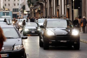 Scontro Lega-M5S: il governo si rimangia l'ecotassa su auto