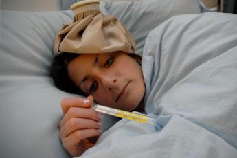 Natale con nausea e febbre, feste a letto per 300 mila italiani