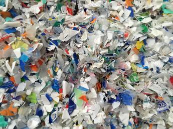 Ue, plastica tutta riciclabile entro 2030