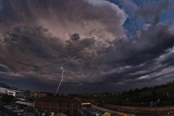 Vento, piogge e mareggiate: la morsa del maltempo sull'Italia