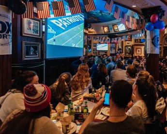 La lunga notte del Super Bowl all'Hard Rock Cafe