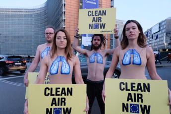 Aria pulita ora, Greenpeace in azione a Bruxelles