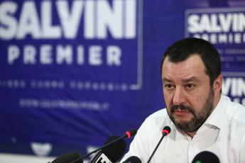 Salvini: Riaprire le case chiuse
