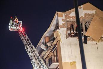 Esplosione in una palazzina a Milano