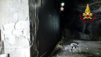 Esplosione in palazzina, trovato disperso: è vivo