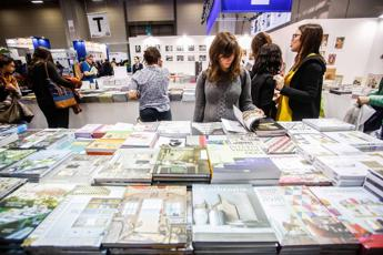 Salone del libro, indagati Fassino e assessora alla Cultura