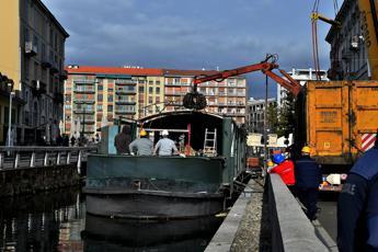 Milano, al via rimozione barconi da Naviglio Pavese