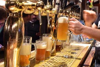Covid, impennata casi in Scozia: vietato l'alcol nei pub