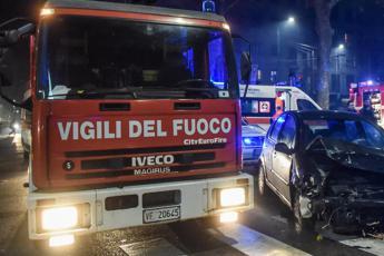 Scontro tra 3 auto: muore madre, ferita bimba