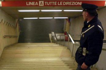Roma, donna militare si suicida a fermata metro Flaminio