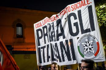CasaPound a Napoli, proteste dei centri sociali