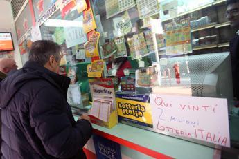 Roma, vince casa e 200mila euro alla lotteria