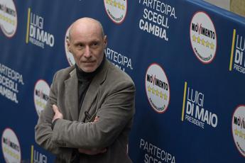De Falco: Berlusconi 'delinquente naturale', sì a veto