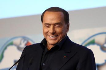 Berlusconi: Sto bene, da lunedì riprendo