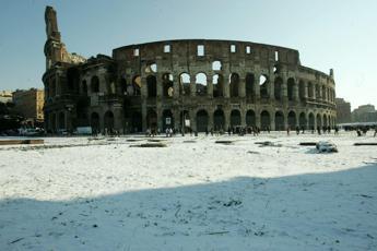 Stanotte 3 cm di neve al Colosseo