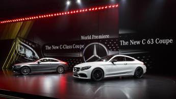 Mani cinesi su Daimler Mercedes