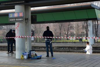 Milano, uomo investito da un treno