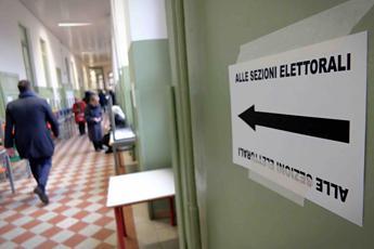 Posso entrare in cabina elettorale con il cellulare?