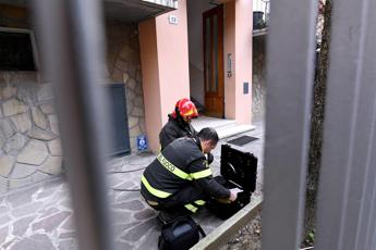 Bologna, tremenda esplosione in una cantina: almeno un morto