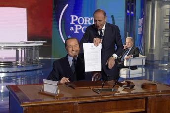 Berlusconi firma patto San Valentino