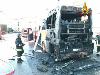 Bus in fiamme, autista intossicato