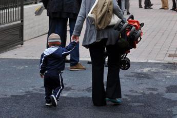 Autismo colpa delle mamme, bufera su scienziati a Erice