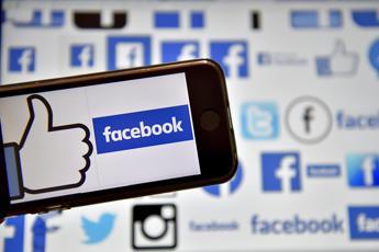 Facebook sotto assedio